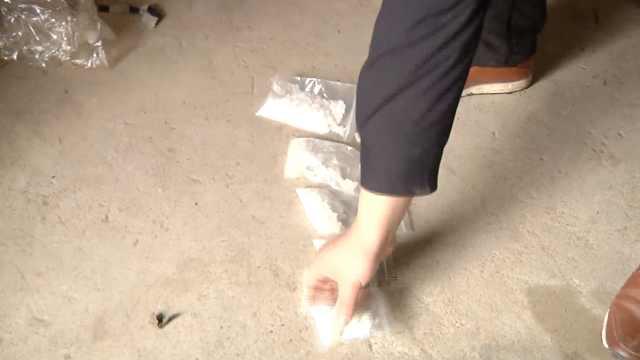毒贩在家中被擒获,柴堆里搜出毒品