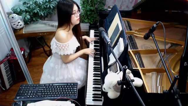 主播很会玩:美女主播钢琴弹奏