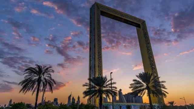 """创意大胆!迪拜建150米""""大黄框"""""""