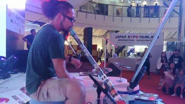 看日本大叔用废品做的乐器又打又吹