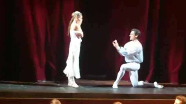罗密欧求婚朱丽叶,这次是喜剧!
