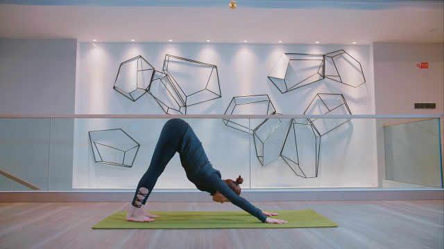 下犬式瑜伽,缓解你的肩关节炎症