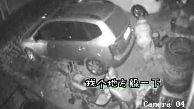男子半夜偷电瓶,监控拍下全过程