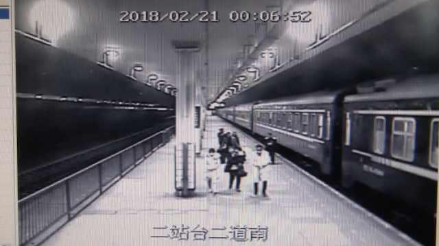 男童突发高烧,火车临时停车助急救