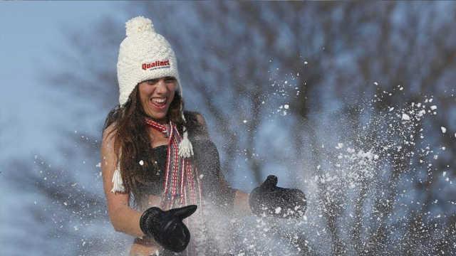 直播:-20℃比基尼,加拿大冰雪狂欢