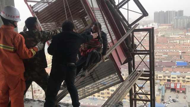 施工电梯钢梁断在20楼,2民工被困