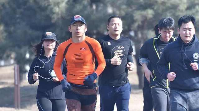 张朝阳领员工长跑,庆祝搜狐20周年