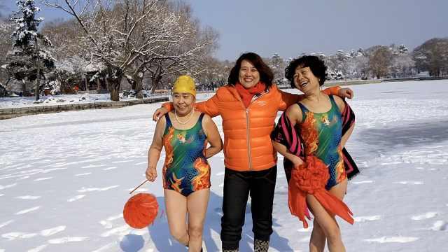 隔屏都冷!东北大妈雪地泳装庆元宵