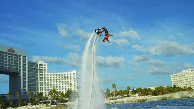 玩悬浮滑行的滑板是什么样的体验?
