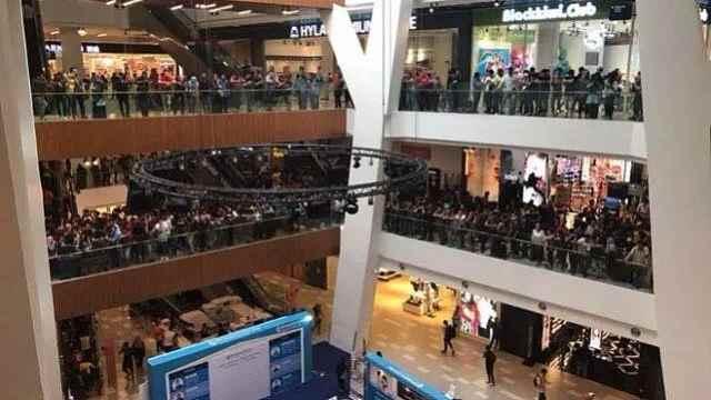 马来西亚iPhone大甩卖,1万多人排队