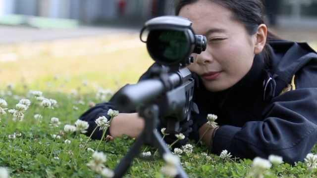 女狙击手大秀神枪法:并不希望开枪