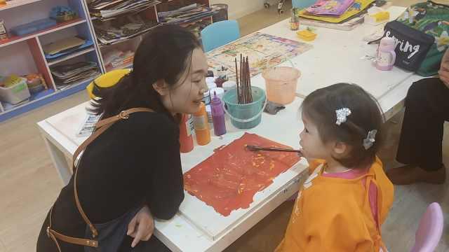 为女儿学画画,白领辞职开画室圆梦