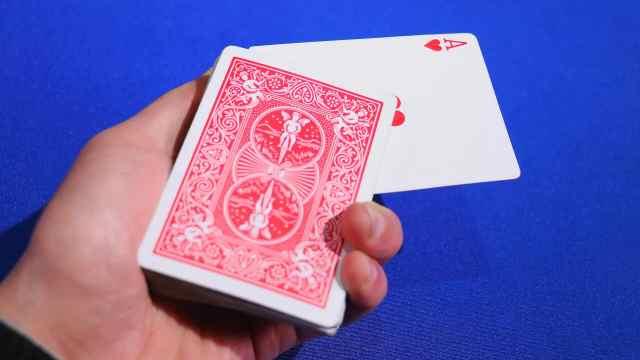 近景魔术手法教程:强选的扑克牌!