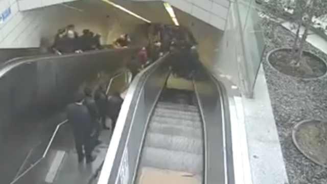 土耳其电梯突然下陷,男子被困洞中