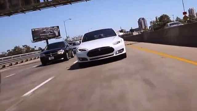 特斯拉召回12.3万辆Model S
