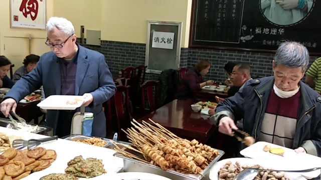 子女陪伴,七旬以上老人可免费就餐
