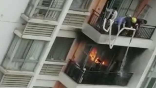 居民楼突发大火,疑因祭拜的一炷香