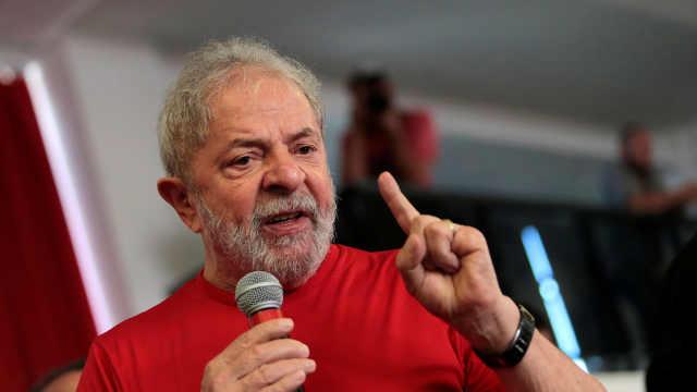 巴西前总统投案入狱服刑,自称清白