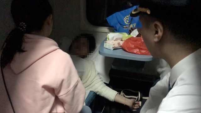 一趟火车俩孕妇身体不适,乘客救助