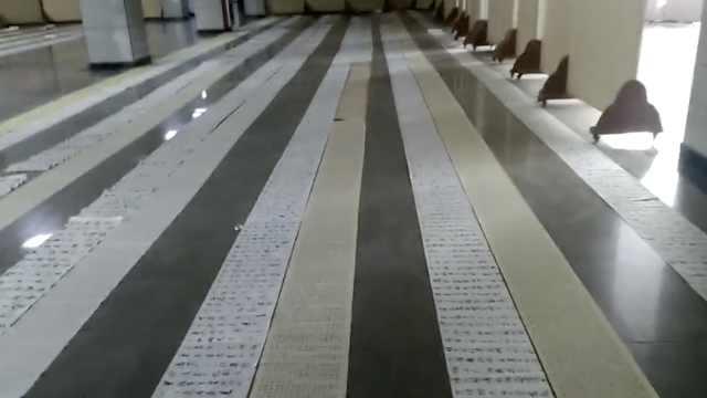 寒假作业铺成地毯,学生写秃5只毛笔