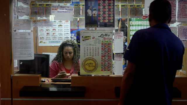 经济危机,委内瑞拉人靠买彩票赚钱