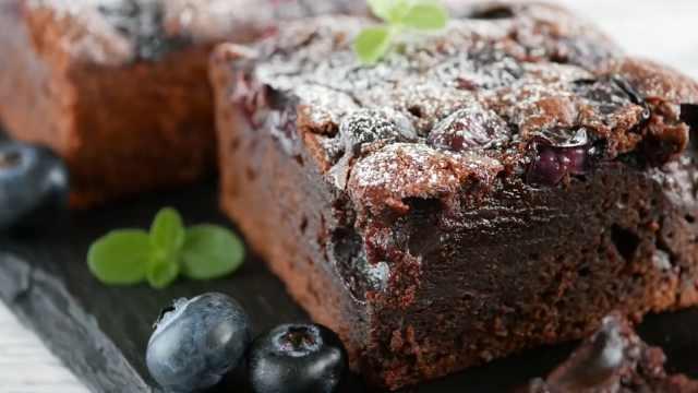 自制好吃的蓝莓布朗尼蛋糕