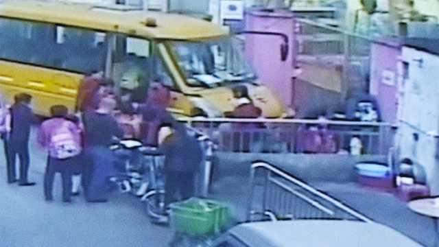 校车长期超载,幼儿园负责人被刑拘