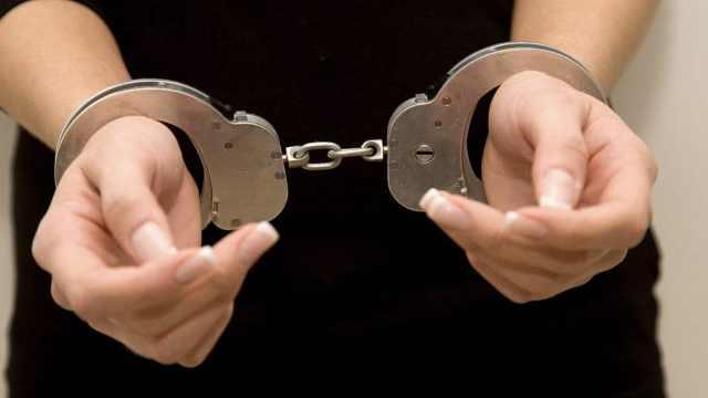 夫妻辱骂殴打执勤民警,双双被刑拘