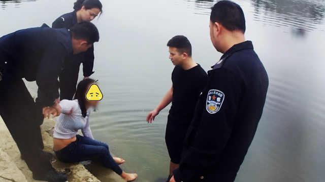 因家庭矛盾想不开,她浸坐河中痛哭