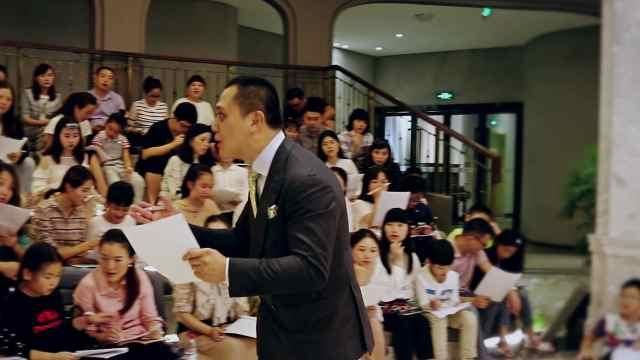 钢琴家苏显亮亮相重庆钢琴博物馆