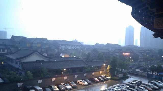 立夏之夜,重庆电闪雷鸣似科幻大片