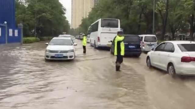 暴雨夜袭兰州,道路成河行车似划船