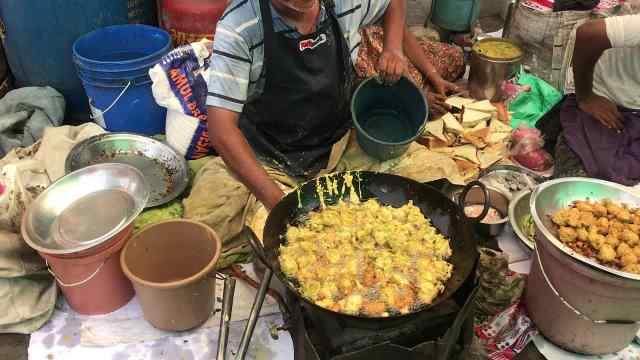 印度特色小吃:土豆洋葱烧刷辣酱
