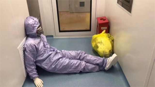 80后医生累瘫走廊,照片看哭朋友圈