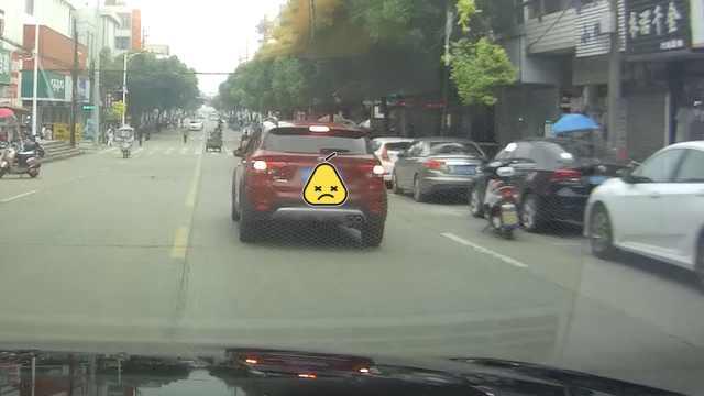 女司机肇事逃逸,他竟驾车2次逼停