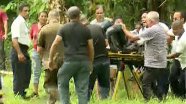 古巴波音客机坠毁,3名幸存者被抬出