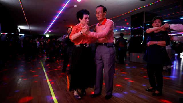 不跳广场舞!迪厅成韩国老年人新宠