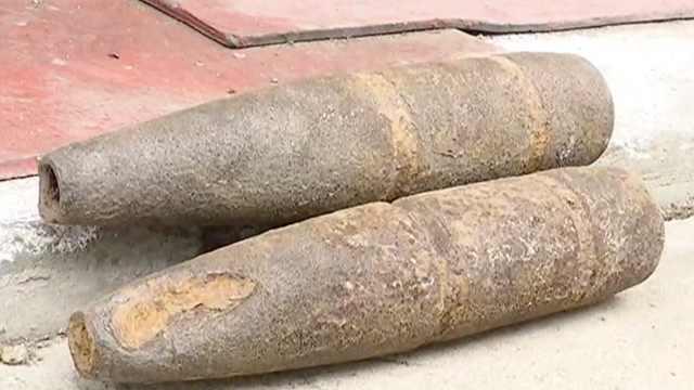 农民菜地挖出仨炮弹,2枚还有引信