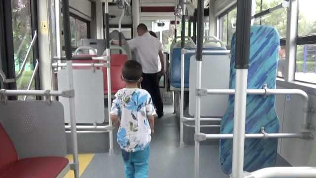 6岁走失男童说不想妈,妈却急得哭