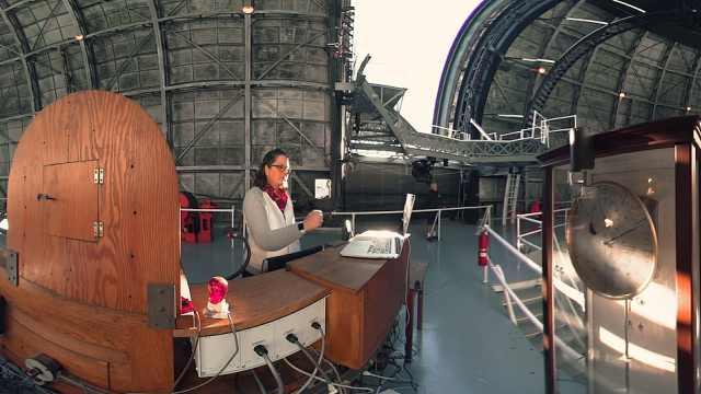 天文学家日常,超级望远镜观测星空