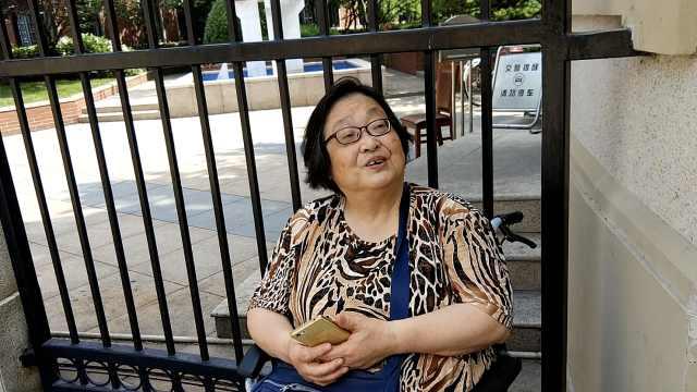 7旬外婆坐轮椅陪考:怕孩子会孤单