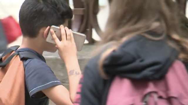 法国新规定:中小学生禁止用手机