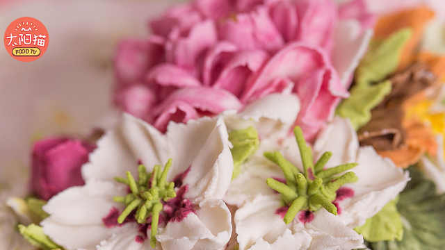 造型别致的蛋糕花饰之铁线莲