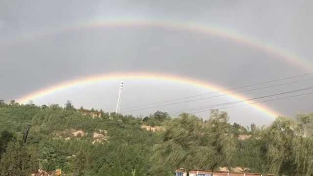 美到窒息!甘肃雨后惊现双彩虹奇观