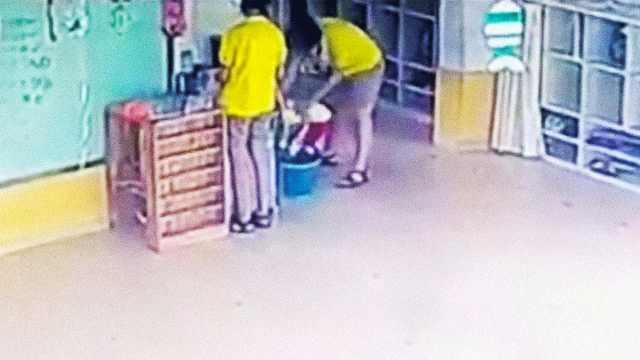 山东女幼师强行给幼儿灌水,被开除