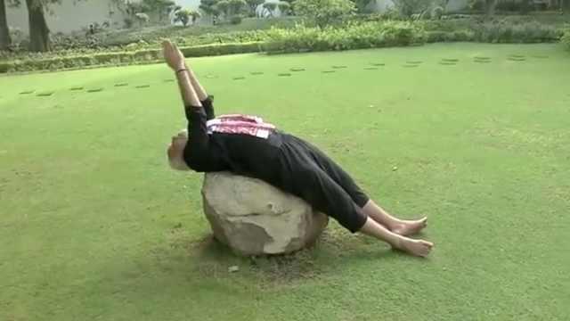 接受挑战,印度总理部长发健身视频