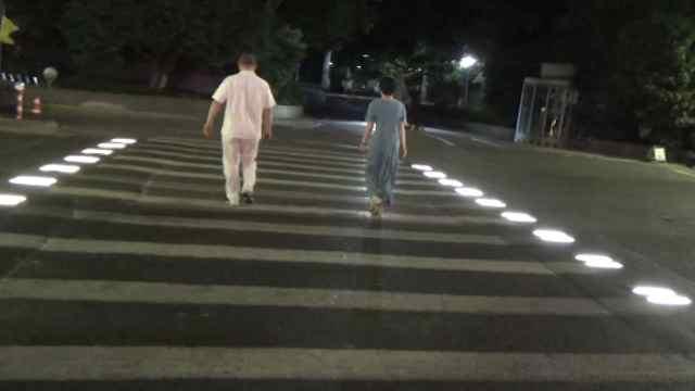 杭州有条会发光的斑马线!