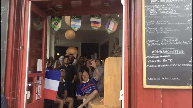 法国2-1胜澳大利亚:巴黎球迷狂欢