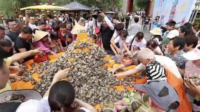 景区2万枚粽子免费送,遭游客疯抢
