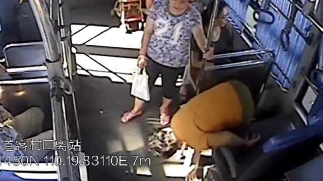 乘客晕倒直怼车厢,公交秒变救护车